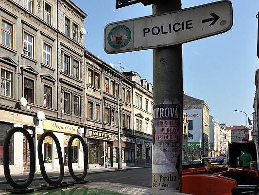 Obětí vraždy se v noci na úterý stal 53letý muž, jenž po útoku vykrvácel v bytě na Žižkově, ve třetím patře domu v Husitské ulici.