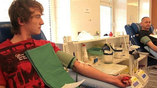 Studenti a pedagogové Gymnázia Na Vítězné pláni hromadně darovali krev.