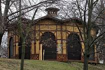 Začíná oprava Letenského kolotoče.