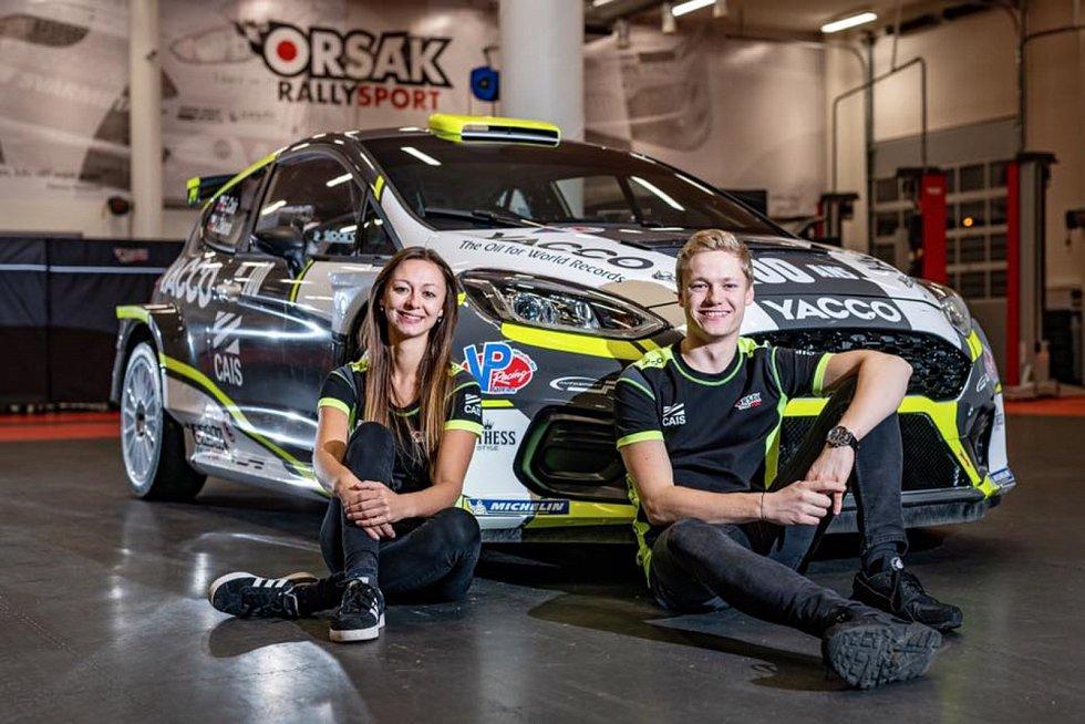 Navigátorka Jindřiška Žáková pokořila hranici 100 závodů. Na snímku s parťákem Erikem Caisem.