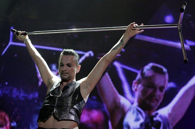 Z koncertu kultovní britské kapely Depeche Mode v zaplněné pražské O2 areně.