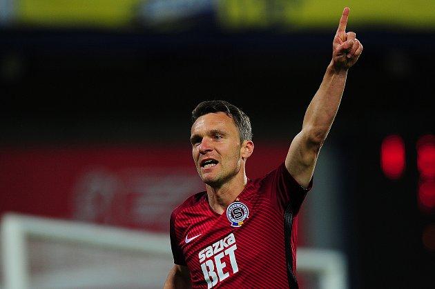 Fotbalové utkání HET ligy mezi celky AC Sparta Praha a FC Fastav Zlín 4. května v Praze. David Lafata.