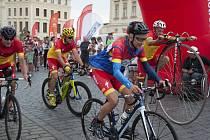 Non-stop cyklo maraton smíšených týmů zdravých a handicapovaných cyklistů