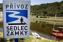 Jedinými jistými přívozy Praze tedy zůstanou ty na severu metropole mezi Prahou 6 a 8. Lodě budou i nadále celoročně přepravovat cestující mezi Sedlcí a Zámky a také mezi Podbabou a Trójou.