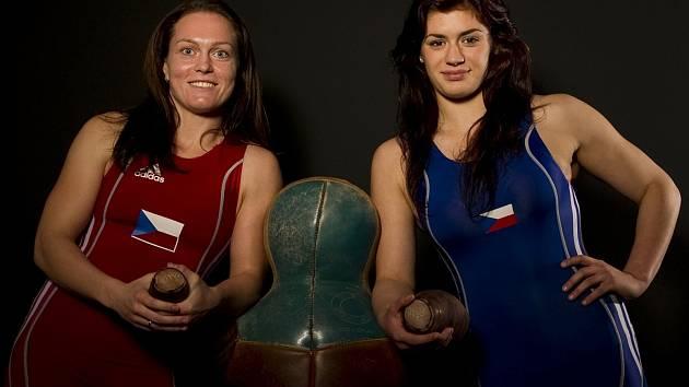 ZÁPASNICE Lenka Hocková (vlevo) a Adéla Hanzlíčková usilují o naplnění svého snu, postupu na olympiádu v Riu.