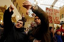 Zasedání zastupitelstva magistrátu hl. m. Prahy s cílem zvolit primátora proběhlo 30. listopadu v Praze. Jednání bylo neustále přerušováno kvůli nespokojeným občanům.