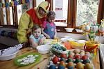 Odpoledne plné her a velikonočního tvoření strávily děti v centru Skřivánek Smarties.