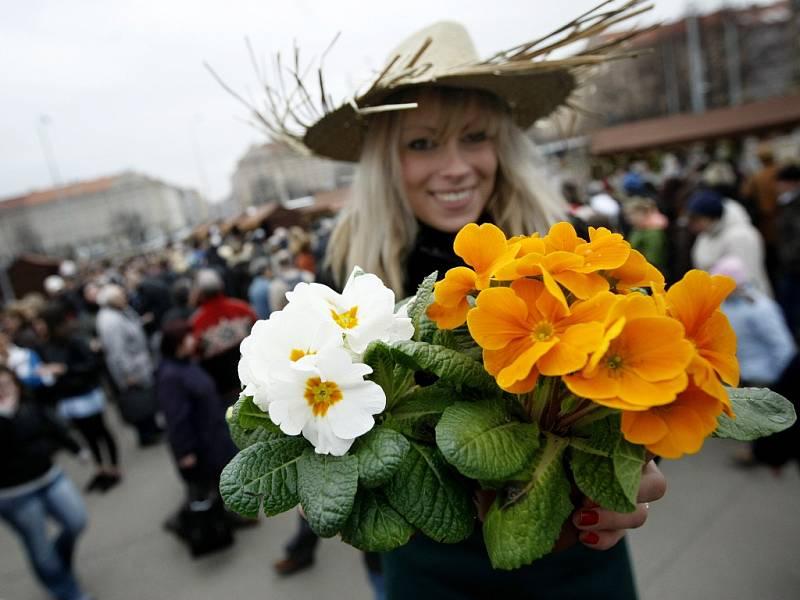 Farmářské trhy na Vítězném náměstí, takzvaném Kulaťáku, patří k nejstarším farmářským trhům v Praze. Fungují od roku 2010 a jsou vyhlášené i za hranicemi šestky.