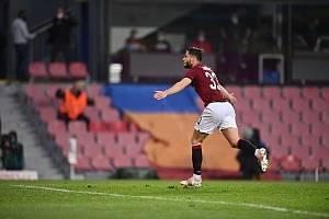 Sparťanský fotbalista Dávid Hancko se raduje z gólu proti Plzni.
