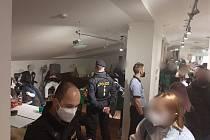 Policie ukončila party v bytě v centru Prahy.