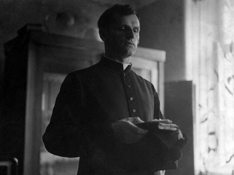 Josef Toufar na jednom z dobových portrétů.