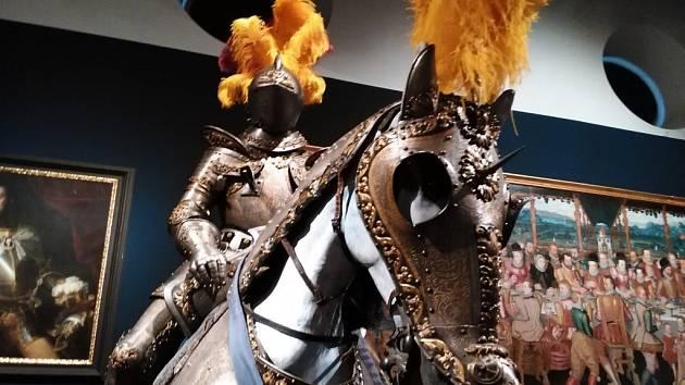 Z výstavy Hrady a zámky objevované a opěvované v Jízdárně Pražského hradu.