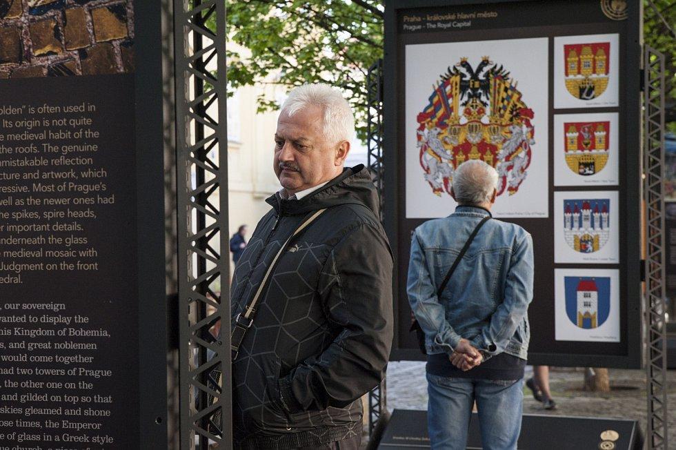 Vernisáž výstavy Praha světová na Kampě za přítomnosti Jana Wolfa a Olgy Menzelové 10.5.2017