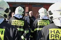 Z návštěvy ministra vnitra Milana Chovance u hasičů v Řeporyjích.