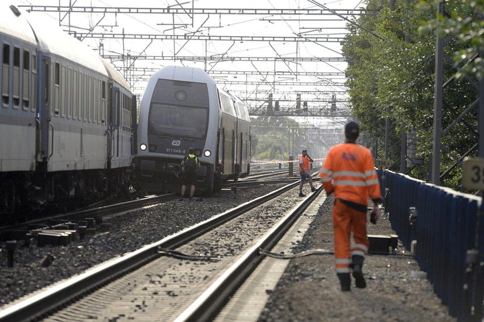 V. Praze-Běchovicích se v podvečer 10. července 2020 srazil rychlík s osobním vlakem bez cestujících.