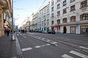 Zastávka Strossmayerovo náměstí je v současnosti, vzhledem k jejímu vytížení, velmi úzká a nekomfortní.