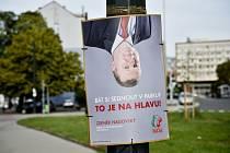 Jeden z předvolebních plakátů KSČM s kandidátem Zdeňkem Nagovským.