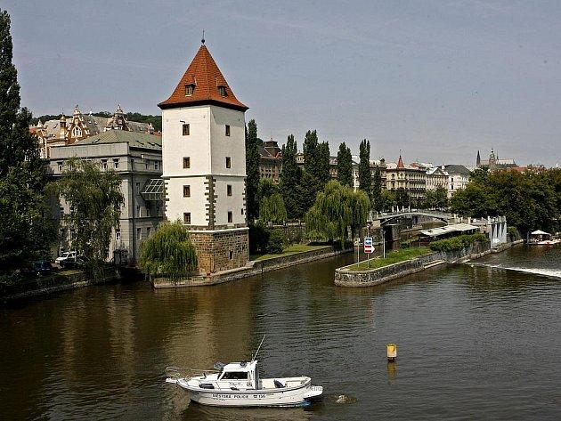 SOUČASNÁ PODOBA. Původní Malostranská vodárenská věž byla postavena v roce 1502.