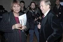 Dana Němcová a Václav Havel na společenském setkání k 30. výročí Charty 77