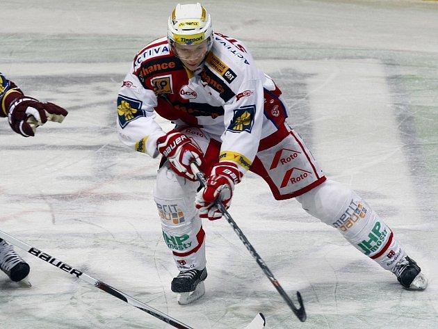 Hokejový útočník Tomáš Micka v dresu pražské Slavie.