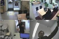 BEZ JAKÉKOLI MASKY. Lupiče zachytily bezpečnostní kamery v bance.