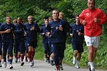Do Krkonoš přijelo dvacet hráčů včetně noviců, o dalších posilách letenský klub jedná.