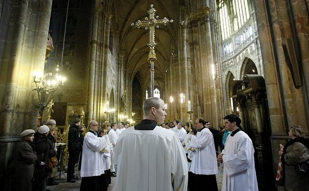 Mše v předvečer 700. výročí korunovace Jana Lucemburského (a jeho manželky Elišky) za českého krále 7. února 1311 proběhla 6. února v katedrále sv. Víta v Praze. Mši sloužil pražský arcibiskup Dominik Duka.