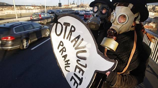 Happening s názvem Smogový dýchánek 3, který upozorňoval na přebujelou automobilovou dopravu v Praze, se uskutečnil 13. prosince na Nuselském mostě.