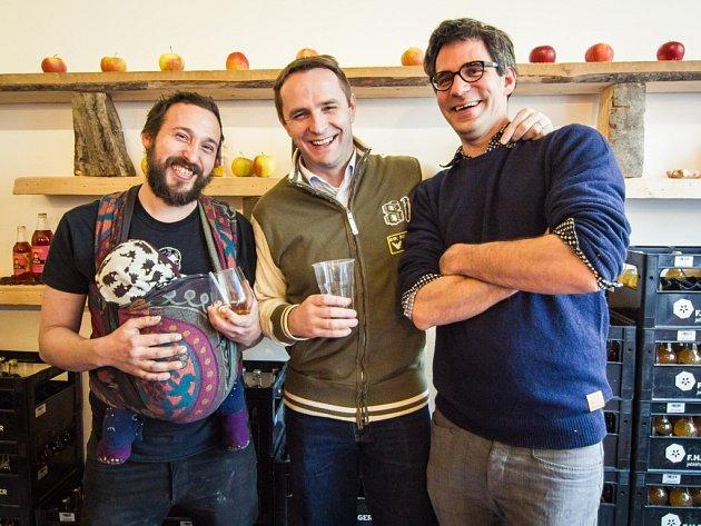 Onřej Frunc začal vyrabět cider společně sCyrilem Holubem (na snímku vpravo) před čtyřmi lety.