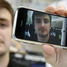 Ve značkové prodejně Apple na pražském Smíchově byl dne 12.července k vidění a případnému vyzkoušení nový revoluční přístroj iPhone.
