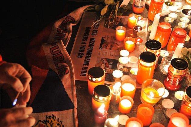 Pietní shromáždění k uctění památky hokejistů ruského celku Lokomotiv Jaroslavl, kteří včetně tří Čechů zahynuli 7. září při leteckém neštěstí, se konalo téhož dne večer na Staroměstském náměstí v Praze.