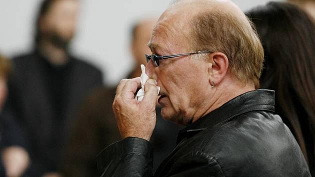 V pražském strašnickém krematoriu se 29. března uskutečnil pohřeb výtvarníka a hudebníka Jana Antonína Pacáka. Uctít jeho památku přišel i zpěvák a frontman skupiny Olympic Petr Janda.