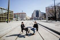 Projekt Pražské židle a stolky se rozroste v roce 2019 o lehátka.