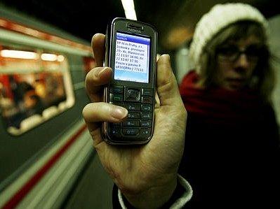 PODRAŽÍ. SMS jízdenka bude stát stejně jako klasická, platnost ale bude mít delší.