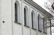 Nová libeňská synagoga byla dostavěna r. 1858 v novorománském slohu s orientálními prvky. Samotná stavba je monolitní, relativně jednoduchá, jednopatrová, zakončena sedlovou střechou. Fasáda měla původně daleko bohatší štukování.