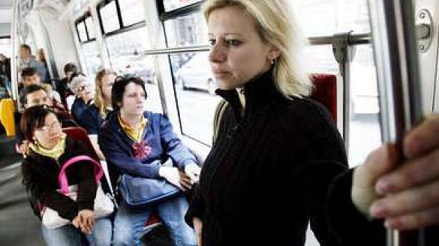 Tramvajová doprava do Troji není vyloučená, jelikož autobusy už na kapacitu cestujících nestačí.