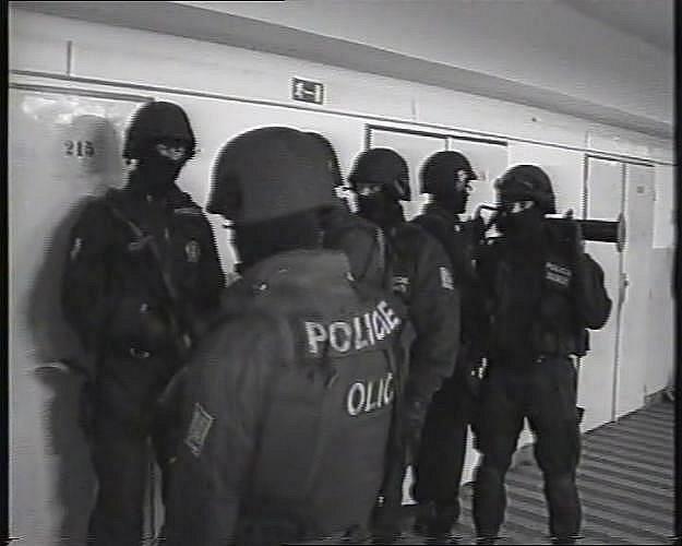 Policejní záběry ze zatýkání.