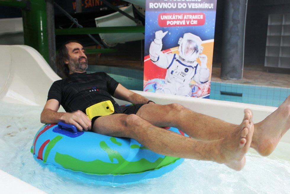 Virtuální tobogán v Aquapalace v Čestlicích. Vyzkoušel ho i herec Jakub Kohák.