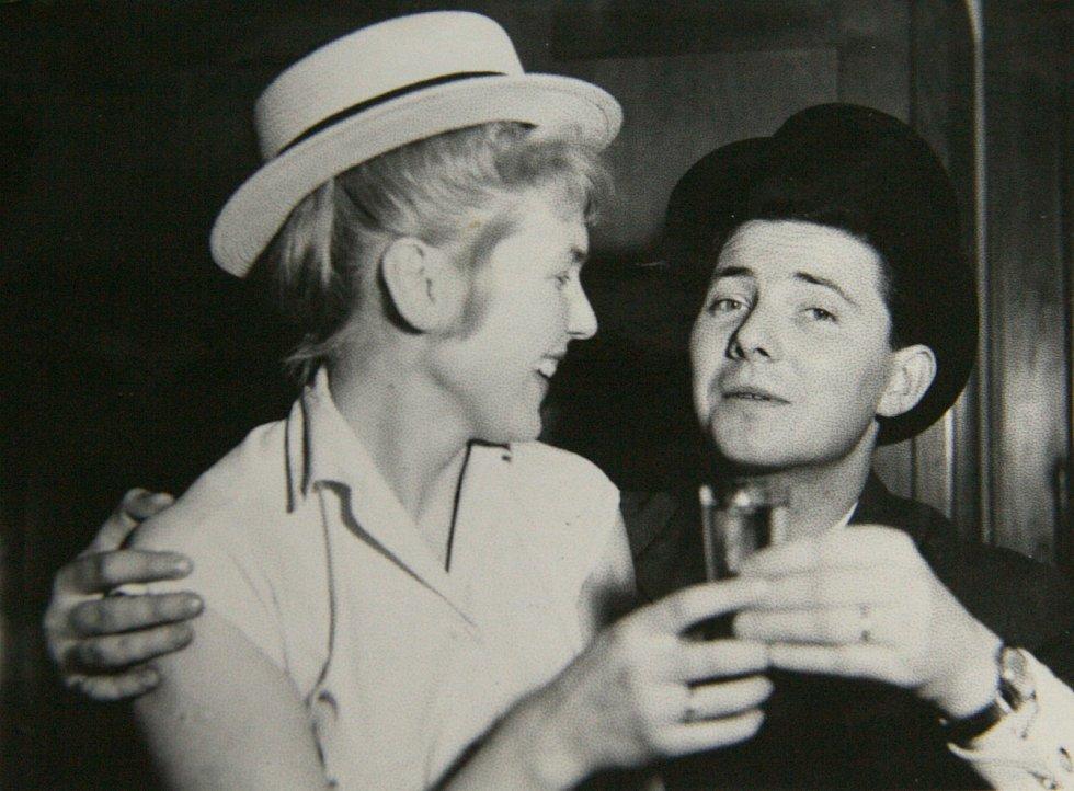 Eva s manželem Jaroslavem Macourkem v roce 1954.