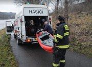 Hasiči pomáhali při záchraně vodáka.