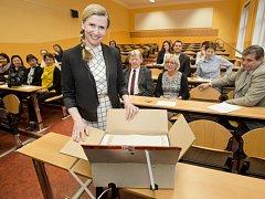 Ministryně školství Kateřina Valachová zahájila první ročník jednotných přijímacích zkoušek na Střední průmyslové škole Preslova