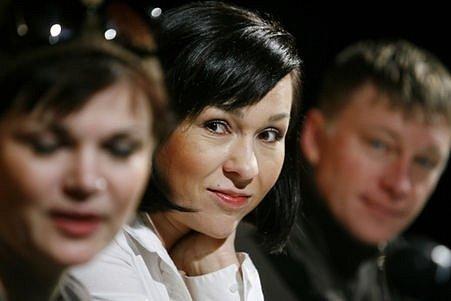 Kateřina Herčíková, Simona Postlerová a Michal Dlouhý, protagonisté divadelní hry Nejšťastnější ze tří.