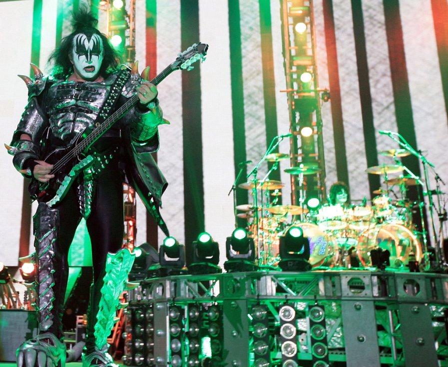 Z koncertu kapely Kiss v O2 Areně v Praze.