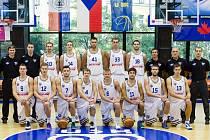 PŘIPRAVENI DO BOJE! Basketbalisté USK Praha hledí s odhodláním do nové sezony.