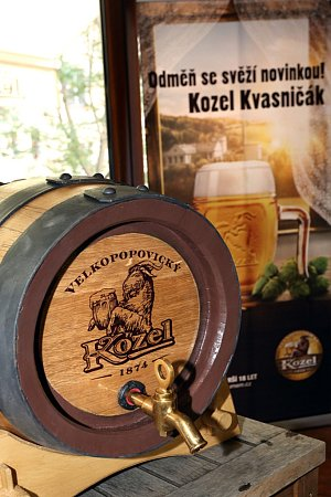 Nového Velkopopovického Kozla Kvasničáka mohou pivaři ochutnat jen ve vybraných hospodách, jejichž seznam naleznou na www.kozelkvasnicak.cz.