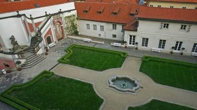 LEDEBURSKÁ ZAHRADA. Tvoří součást areálu Palácových zahrad.