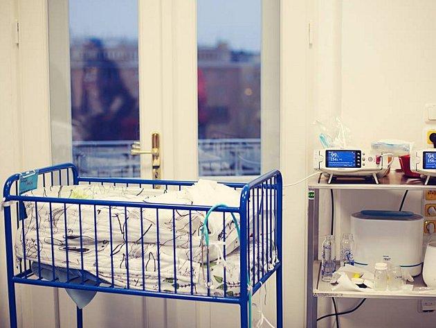 VČESKÉ REPUBLICE funguje 12neonatologických center, která se umí opředčasně narozené děti postarat. VPraze je to Podolí, Apolinář a nemocnice vMotole.
