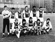 Stadion Ďolíček v Praze Vršovicích. Zápas poháru UEFA 7.listopadu 1984 mezi Bohemians ČKD Praha a Ajaxem Amsterdam 1:0,na fotografii základní jedenáctka Ajaxu.