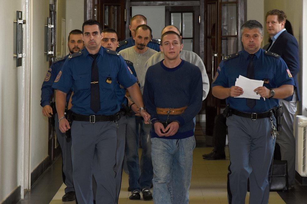 Soud rozdal tresty Šestadvacetiletému Petru Brejchovi, 41letému Marku Zajacovi a 44letému Josefu Řehákovi.