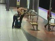 Rvačka ve stanici Bořislavka.